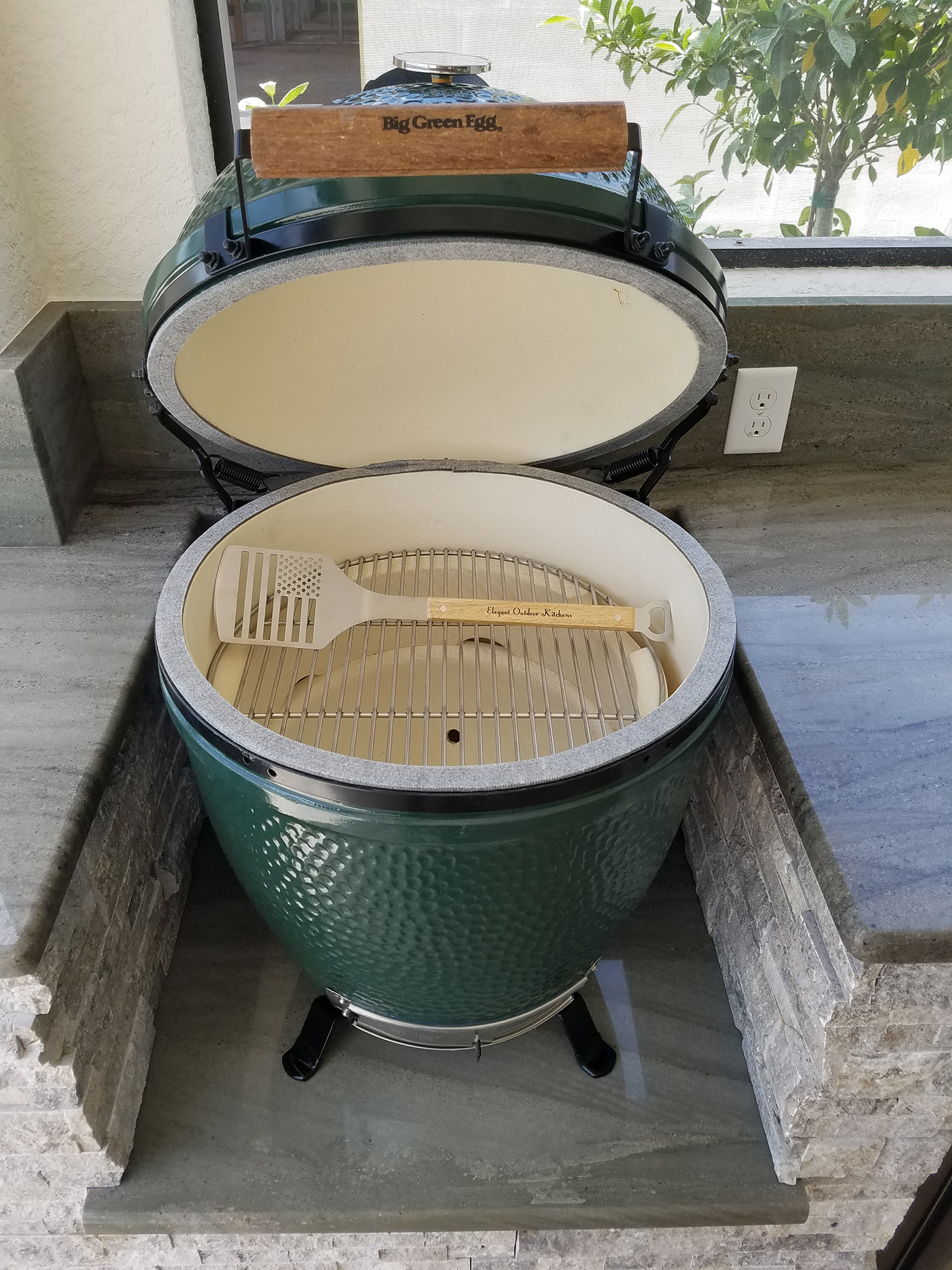 the big green egg outdoor kitchen elegant outdoor kitchens. Black Bedroom Furniture Sets. Home Design Ideas