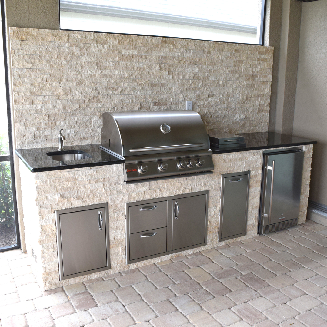 Light Trvertine Stacked Stone On Outdoor Kitchen Elegant