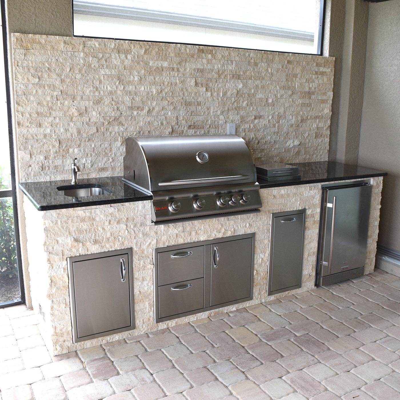 Outdoor Kitchen Florida: Elegant Outdoor Kitchen Estero Corkscrew Shores