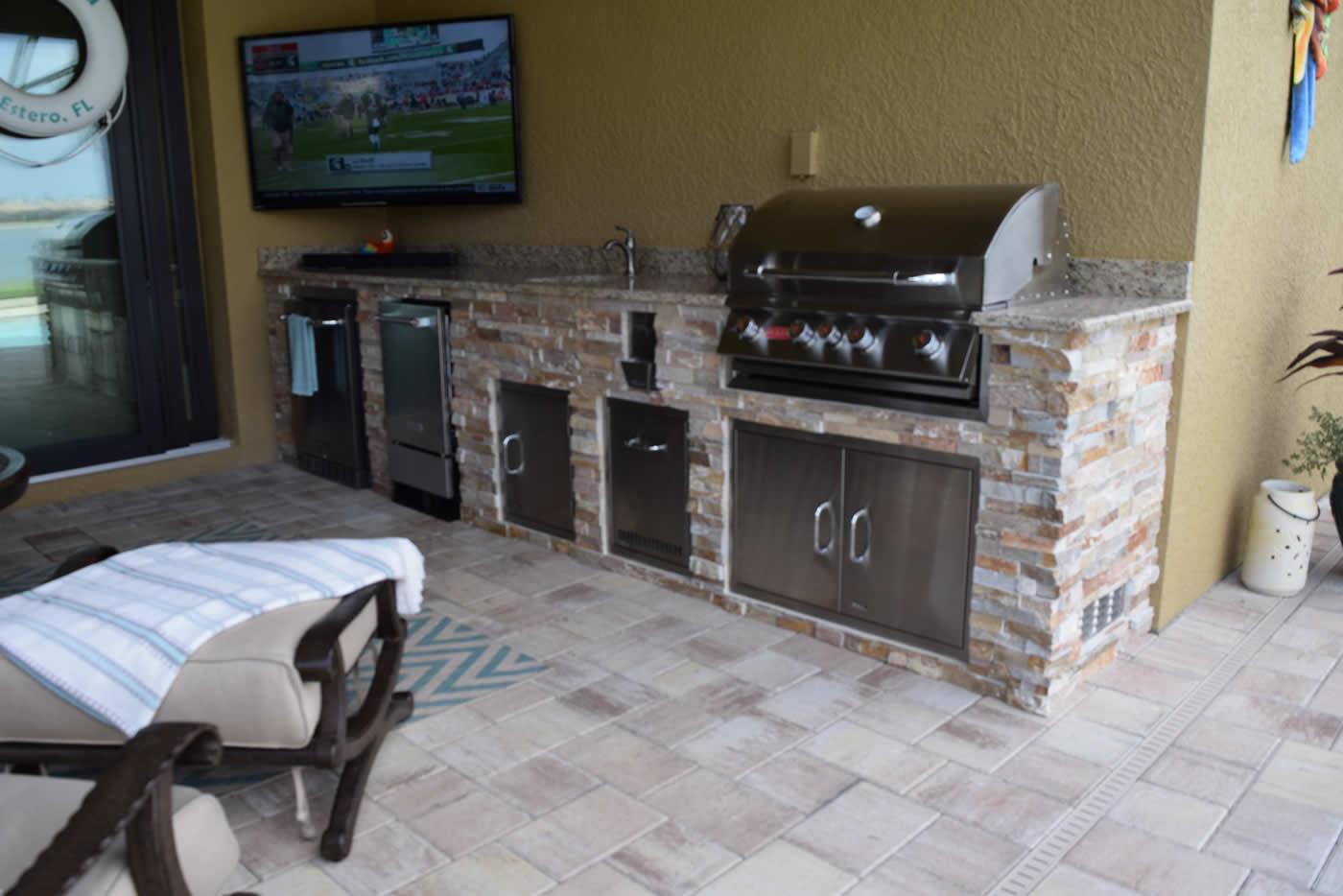 Kentucky derby golden white custom outdoor kitchen at for Outdoor kitchen designs florida