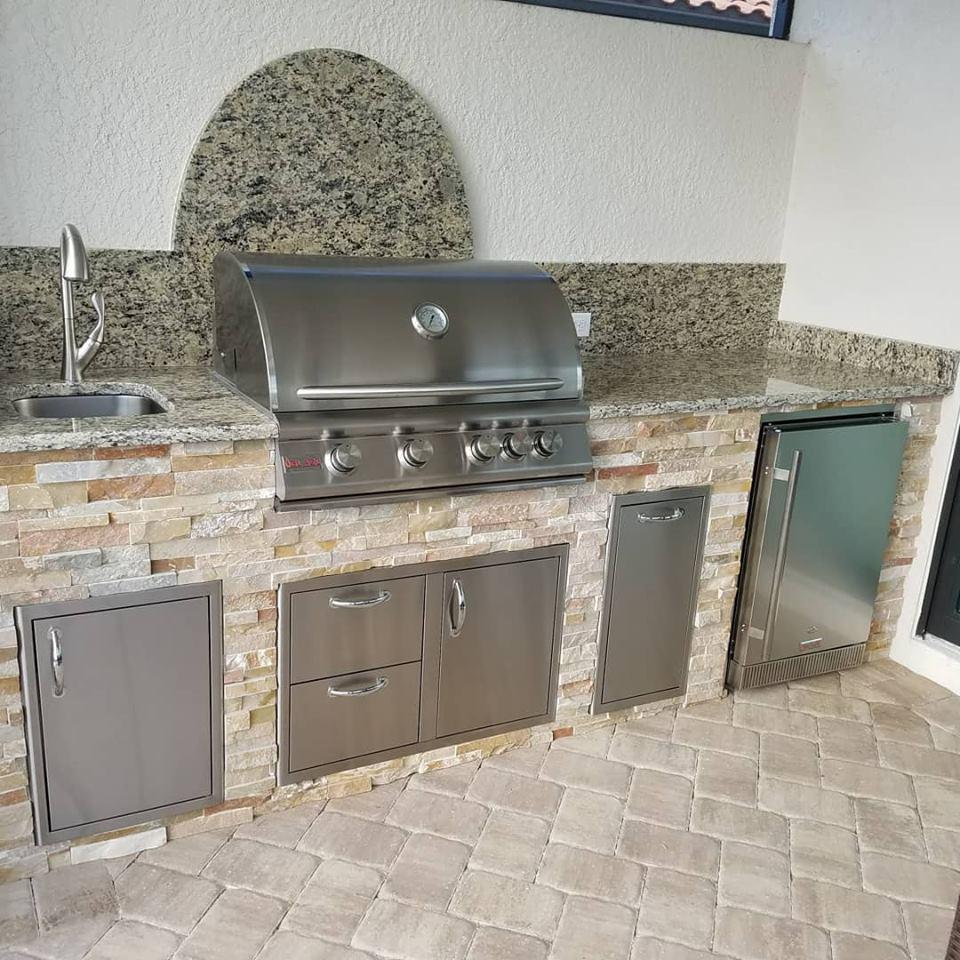 Outdoor Kitchen Stacked Stone: Elegant Outdoor Kitchens